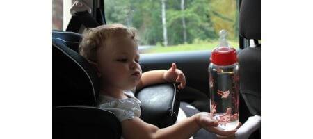 Что необходимо взять с собой в путешествие на машине с маленьким ребенком?>